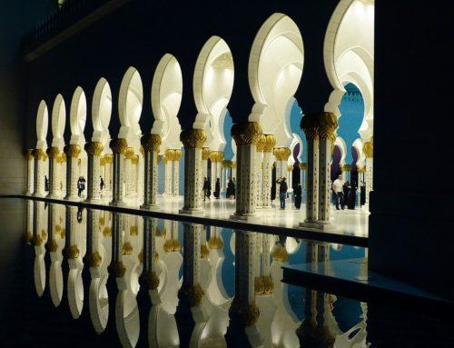 Situarse frente a la Qiblah para hacer el adhan
